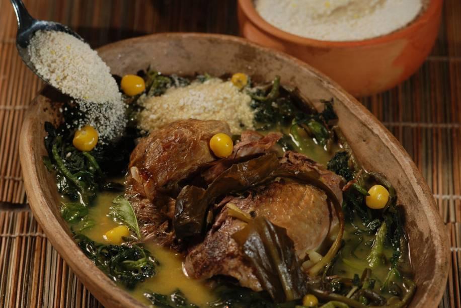 O tucupi é um líquido amarelo extraído da mandioca-brava. Muito usado em pratos que levam peixes regionais e pato (na foto: pato com tucupi no restaurante Lá em Casa em Belém no Pará)