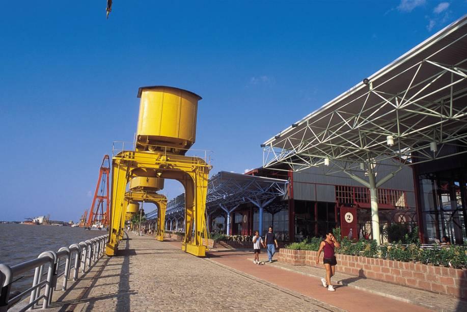 A Estação das Docas, na Baía de Guajará em Belém (PA) tem uma vista belíssima, de onde vale a pena ver o pôr do sol