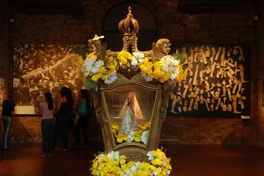 Uma das principais manifestações religiosas do país, o Círio de Nazaré em Belém (PA) tem o ápice dos festejos no segundo domingo de outubro, quando fiéis lotam as ruas para acompanhar o transporte da imagem da Nossa Senhora de Nazaré até a Basílica de Nazaré