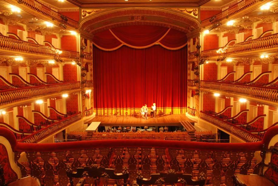 Inspirado no Teatro Scala, uma das mais famosas casas de ópera do mundo (em Milão, na Itália), o Theatro da Paz em Belém (PA) foi batizado assim em alusão ao fim da Guerra do Paraguai