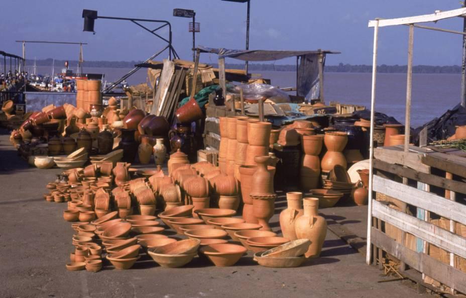 Cerâmicas vendidas no Mercado de Belém (PA)