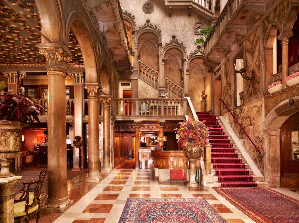 O estonteante lobby do Hotel Danieli, em Veneza