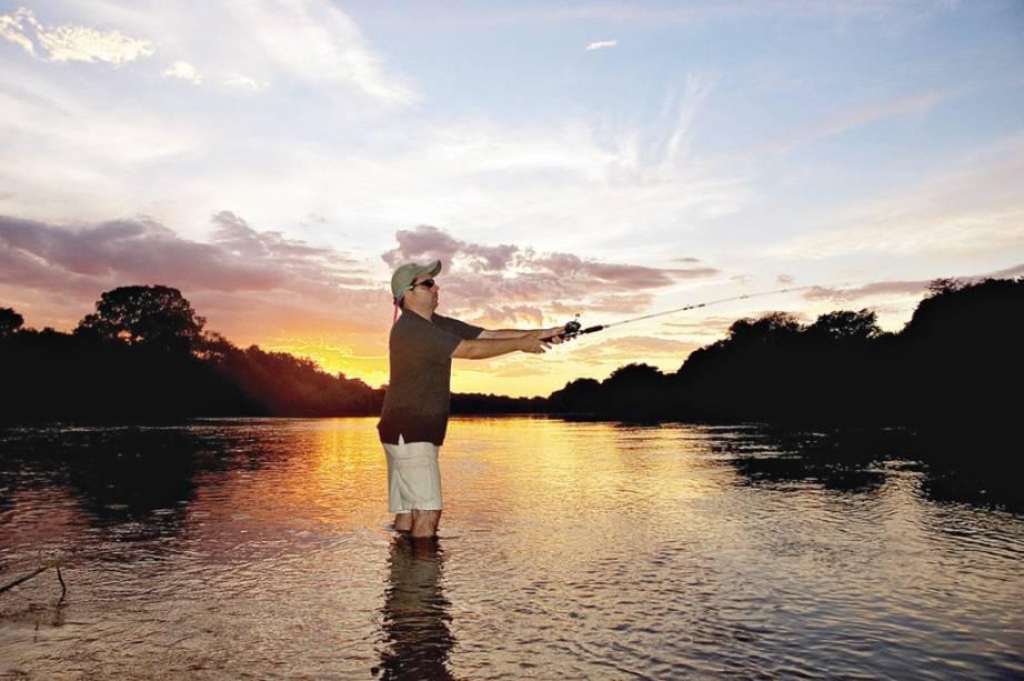 O Pantanal é um dos principais destinos para pesca. Além de hotéis exclusivos para a atividade, existem barcos-hotéis que navegam até uma semana atrás dos melhores pontos