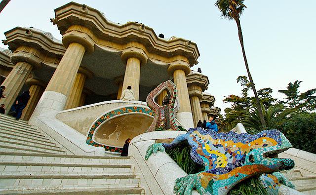 Um dragão guarda a entrada do parque (foto: creative commons/Cristina Valencia/Flickr)