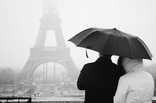 Paris é bonita até debaixo de um temporal. Ainda mais se você compartilhar o seu guarda-chuva ;) Foto: Jarmine Gerole