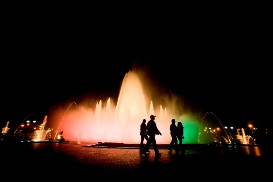 O Parque la Reserva, em Lima, guarda o espetáculo noturno do Circuito das Águas, que impressiona com suas luzes