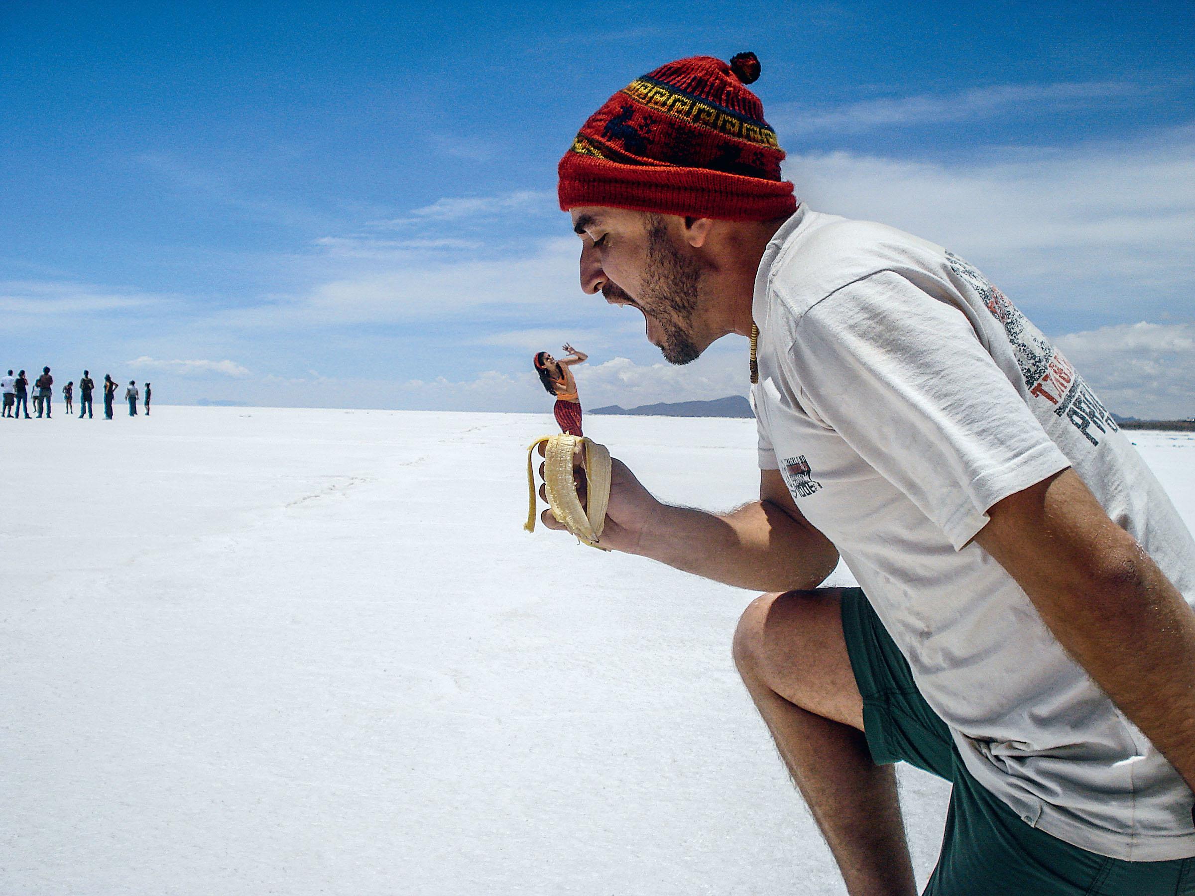 BEM NA FOTO: Paulo Domingues no Salar de Uyuni, na Bolívia