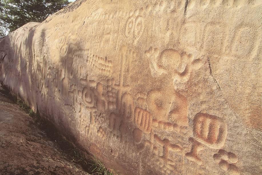 Situada no Sítio arqueológico Itaquatiara em Ingá (PB), a Pedra de Ingá tem 24m de extensão e quase 4m de altura com gravuras atribuídas às populações indígenas