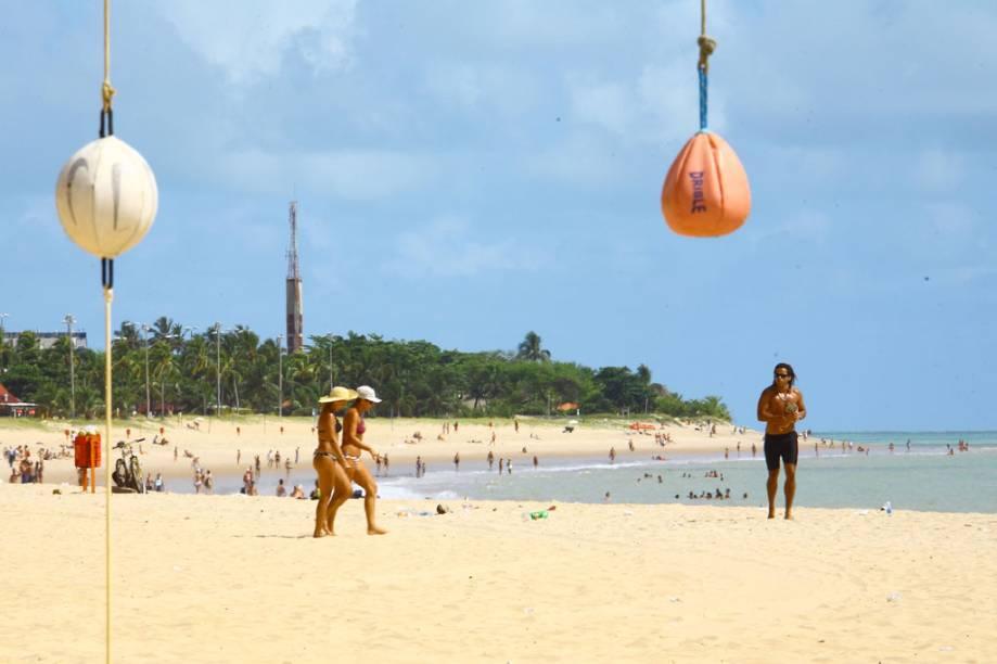 A primeira praia da Orla de João Pessoa (PB), a Praia do Cabo Branco, tem seu trecho mais tranquilo ao lado direito