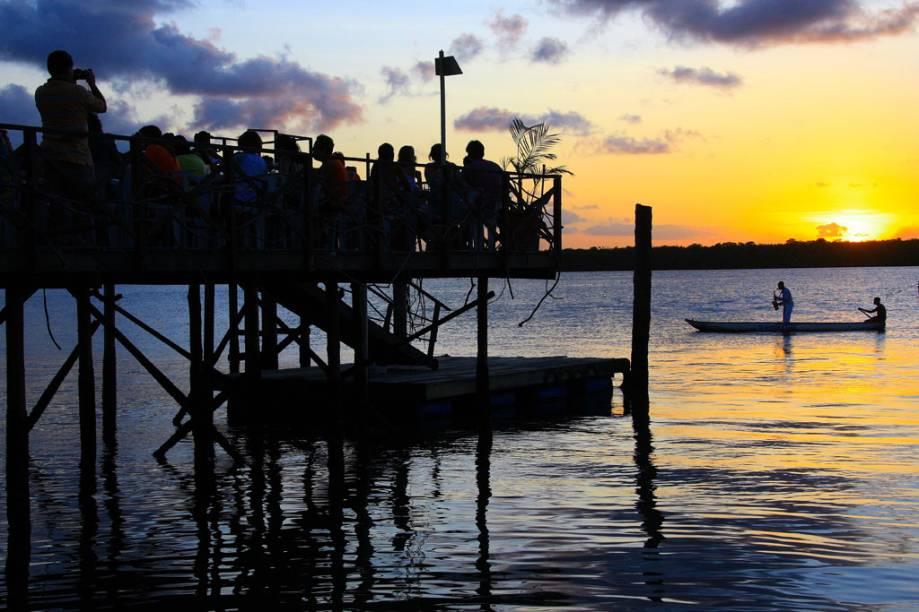 Todos os dias na Praia do Jacaré, em João Pessoa (PB), quando o sol começa a se esconder no horizonte, Jurandy do sax começa a tocar o Bolero de Ravel enquanto atravessa um trecho do Rio Paraíba
