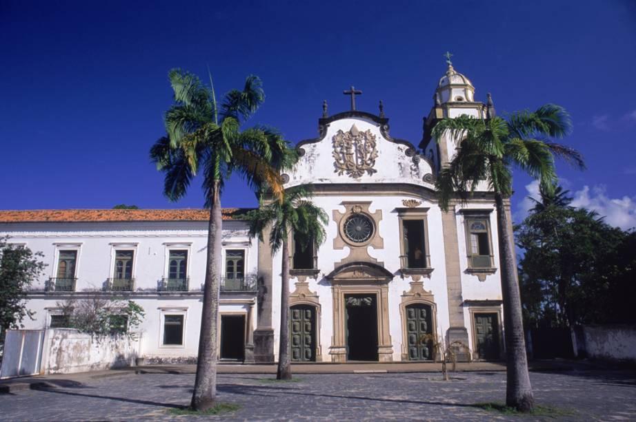 A Igreja e Mosteiro de São Bento é a igreja mais rica de Olinda (PE) e ostenta um belo altar de madeira entalhado em estilo barroco, revestido com 28 kg de ouro