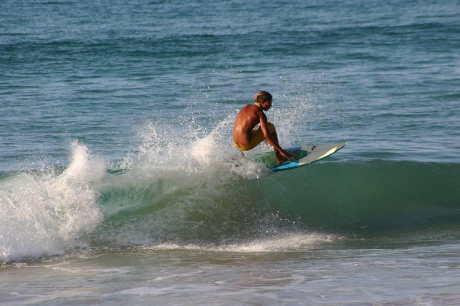 No pé do Morro do Pico fica a Praia da Conceição, em Fernando de Noronha (PE), abriga o bar de praia mais bacana da ilha, o Duda Rei. Extensa e boa para caminhadas, tem águas calmas de abril até novembro e de dezembro até março, com ondas de 1,5 m, vira outro bom pico para surfe
