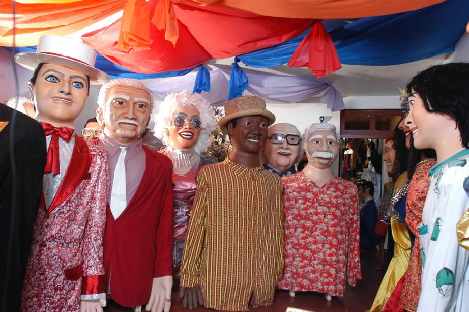 Um dos carnavais mais democráticos e populares do país, os foliões tomam as ruas para festejar em vários ritmos. Os bonecos gigantes são o símbolo do carnaval de Olinda (PE)