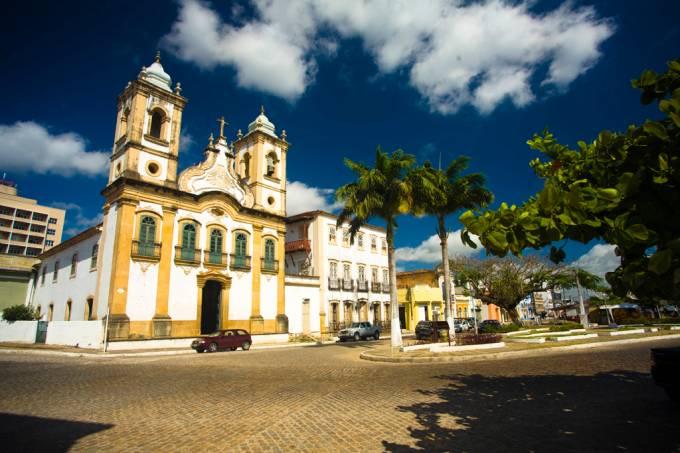O Centro Histórico de Penedo, Alagoas (AL) possui museus e igrejas do século 17 e 18, como a Igreja Nossa Senhora da Corrente, na Praça 12 de Abril
