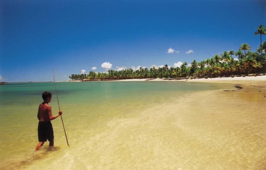Praia Toquinho. Na maré baixa, a barreira de pedras forma uma boa piscina natural