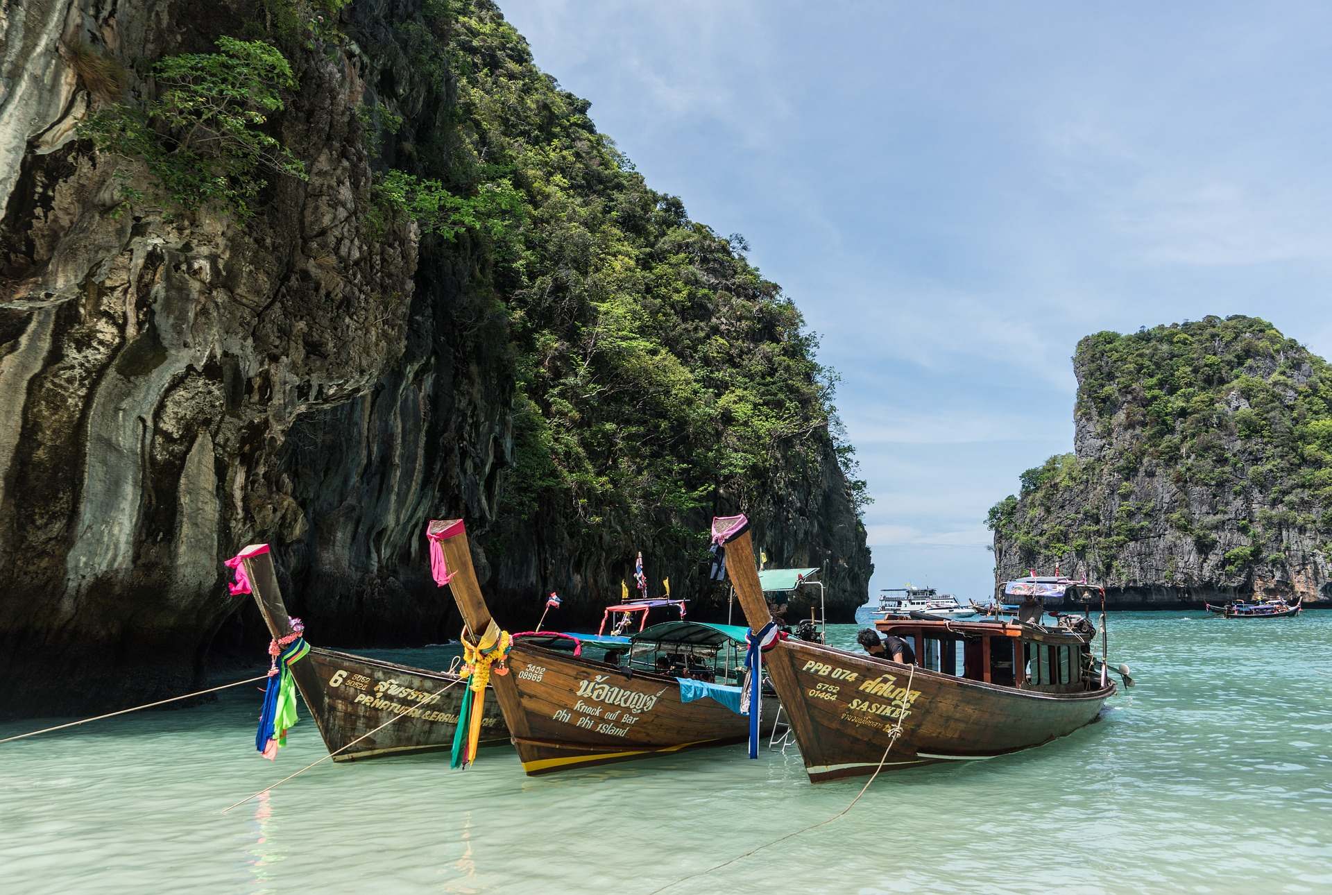 Anota aí: os lindos e clássicos long tail boats da Tailândia NÃO são para longas travessias