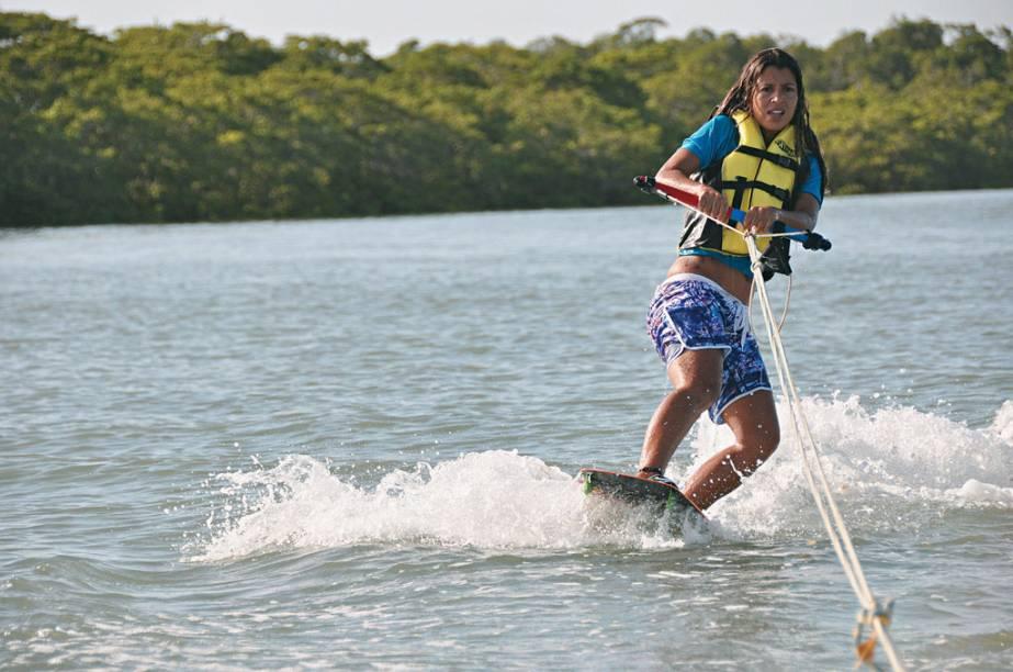 """Os bons ventos fazem de <a href=""""http://viajeaqui.abril.com.br/cidades/br-pi-barra-grande"""" rel=""""Barra Grande"""" target=""""_blank"""">Barra Grande</a>, no Piauí, um dos pontos preferidos de kitesurfistas no Brasil"""