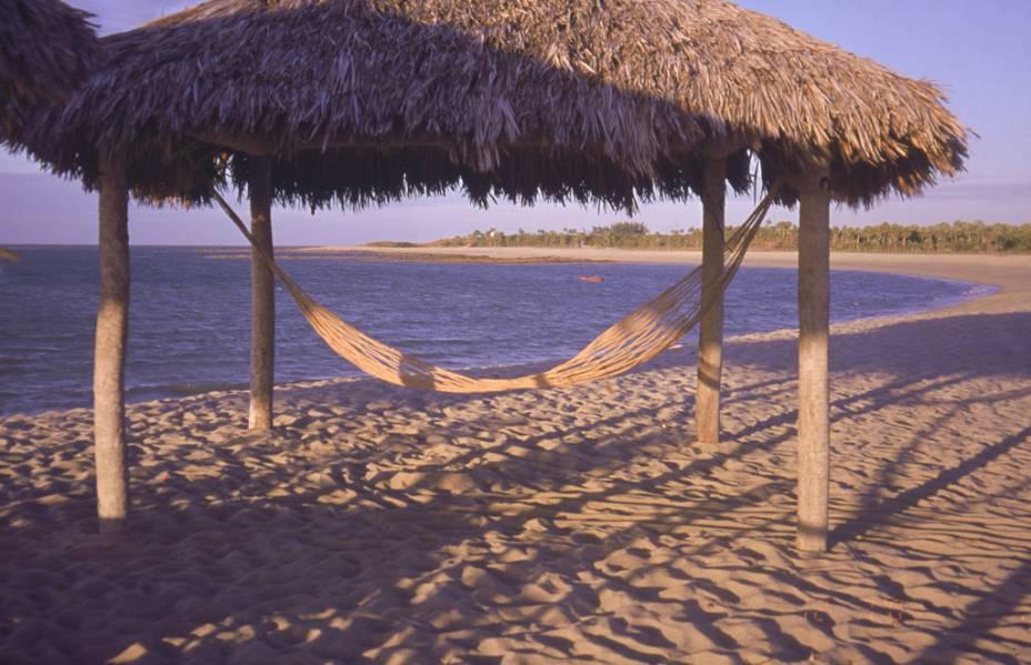 """Sede de uma etapa do mundial de kitesurfe, a <a href=""""http://viajeaqui.abril.com.br/estabelecimentos/br-pi-luis-correia-atracao-praia-do-coqueiro"""" rel=""""Praia do Coqueiro"""" target=""""_blank"""">Praia do Coqueiro</a> em <a href=""""http://viajeaqui.abril.com.br/cidades/br-pi-luis-correia"""" rel=""""Luís Correia"""" target=""""_blank"""">Luís Correia</a> no Piauí tem também uma parte tranquila, onde pode-se desfrutar, na maré baixa, de piscinas naturais"""