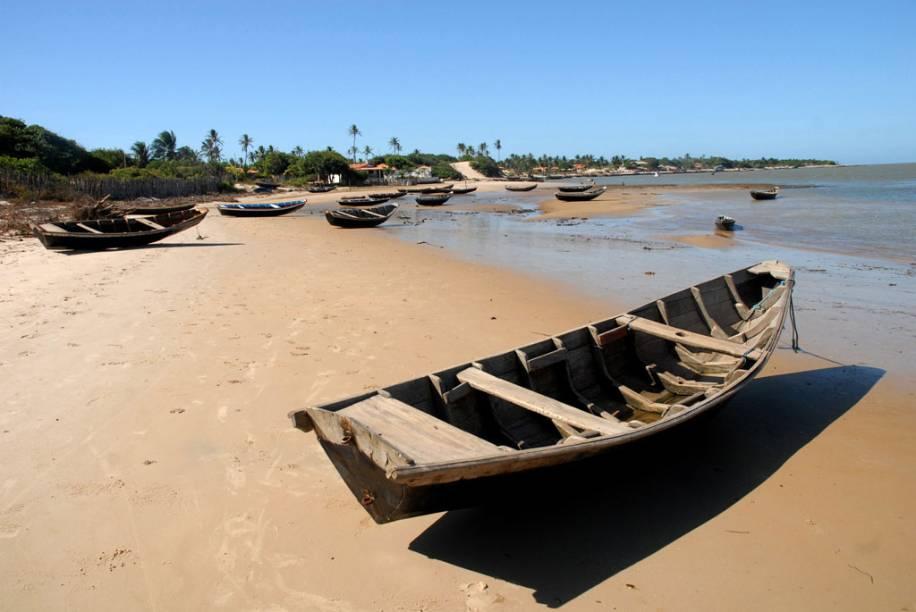 """Praia do povoado da Ilha das Canárias no <a href=""""http://viajeaqui.abril.com.br/estabelecimentos/br-pi-parnaiba-atracao-passeio-de-barco-pelo-delta-do-rio-parnaiba"""" rel=""""delta do Rio Parnaíba"""" target=""""_blank"""">delta do Rio Parnaíba</a> no Piauí"""