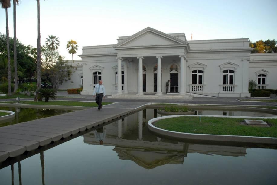 """Palácio Karnak, antiga sede do governo do Piauí e atualmente centro de convenções em <a href=""""http://viajeaqui.abril.com.br/cidades/br-pi-teresina"""" rel=""""Teresina"""" target=""""_blank"""">Teresina</a>"""