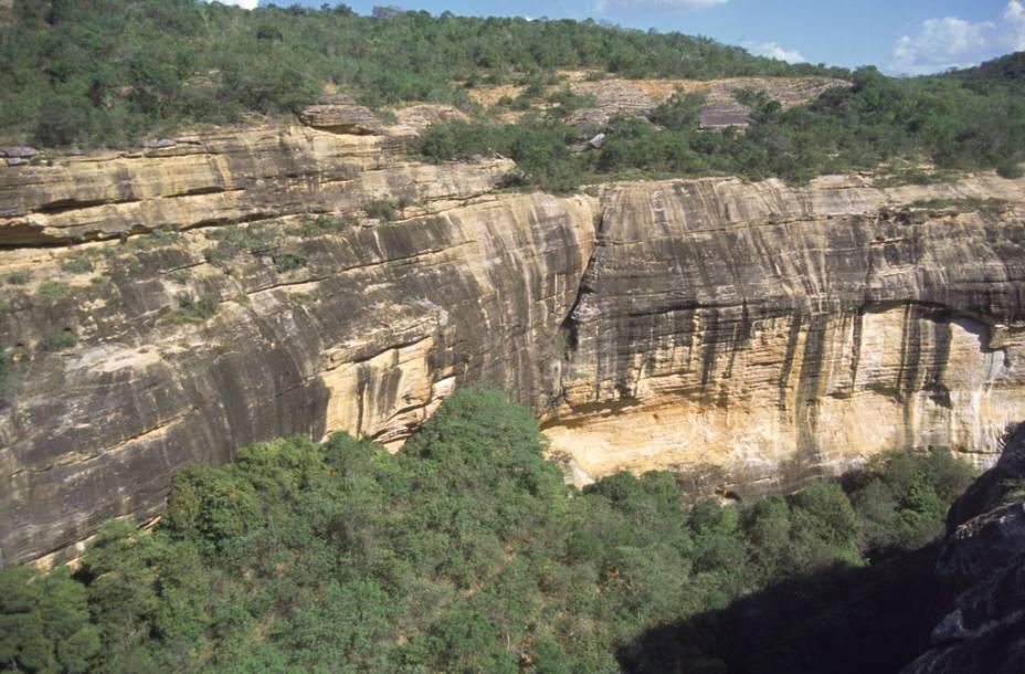 """É no <a href=""""http://viajeaqui.abril.com.br/cidades/br-pi-serra-da-capivara"""" rel=""""Parque Nacional da Serra da Capivara"""" target=""""_blank"""">Parque Nacional da Serra da Capivara</a>, no Piauí, que está uma das maiores concentrações de achados arqueológicos pré-históricos no mundo"""