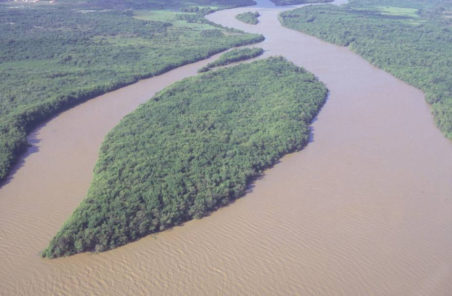 """Grandioso, o <a href=""""http://viajeaqui.abril.com.br/estabelecimentos/br-pi-parnaiba-atracao-passeio-de-barco-pelo-delta-do-rio-parnaiba"""" rel=""""Delta do Rio Parnaíba"""" target=""""_blank"""">Delta do Rio Parnaíba</a>, no Piauí, atrai turistas para passeios de barco por suas águas caudalosas"""