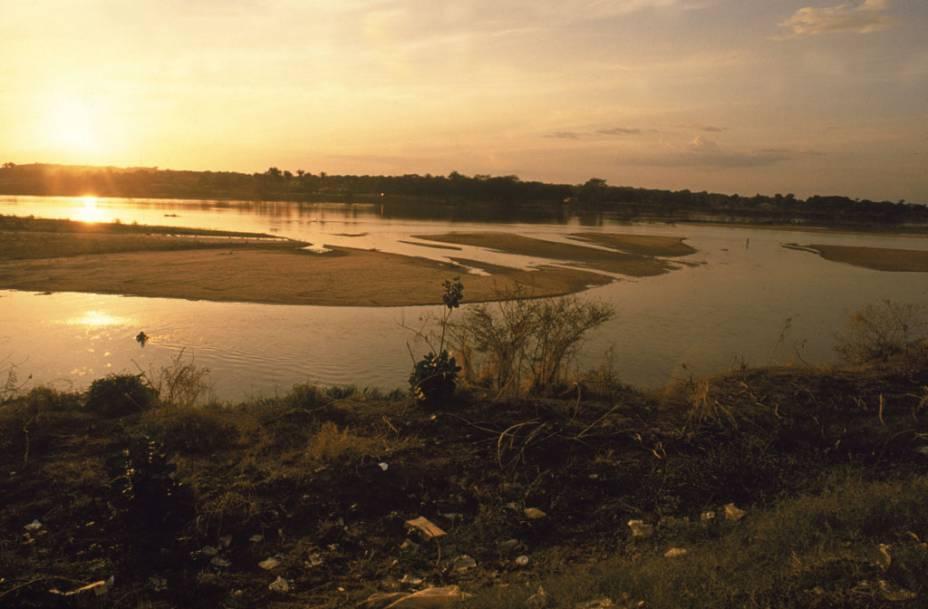 """Para quem vai a Parnaíba, no Piauí, dá para fazer o <a href=""""http://viajeaqui.abril.com.br/estabelecimentos/br-pi-parnaiba-atracao-passeio-de-barco-pelo-delta-do-rio-parnaiba"""" rel=""""passeio de barco até o delta do Rio Parnaíba"""" target=""""_blank"""">passeio de barco até o delta do Rio Parnaíba</a>"""