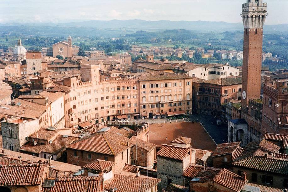 Em forma de leque, a piazza del Campo é uma das mais bonitas e originais de um país onde não faltam praças incríveis