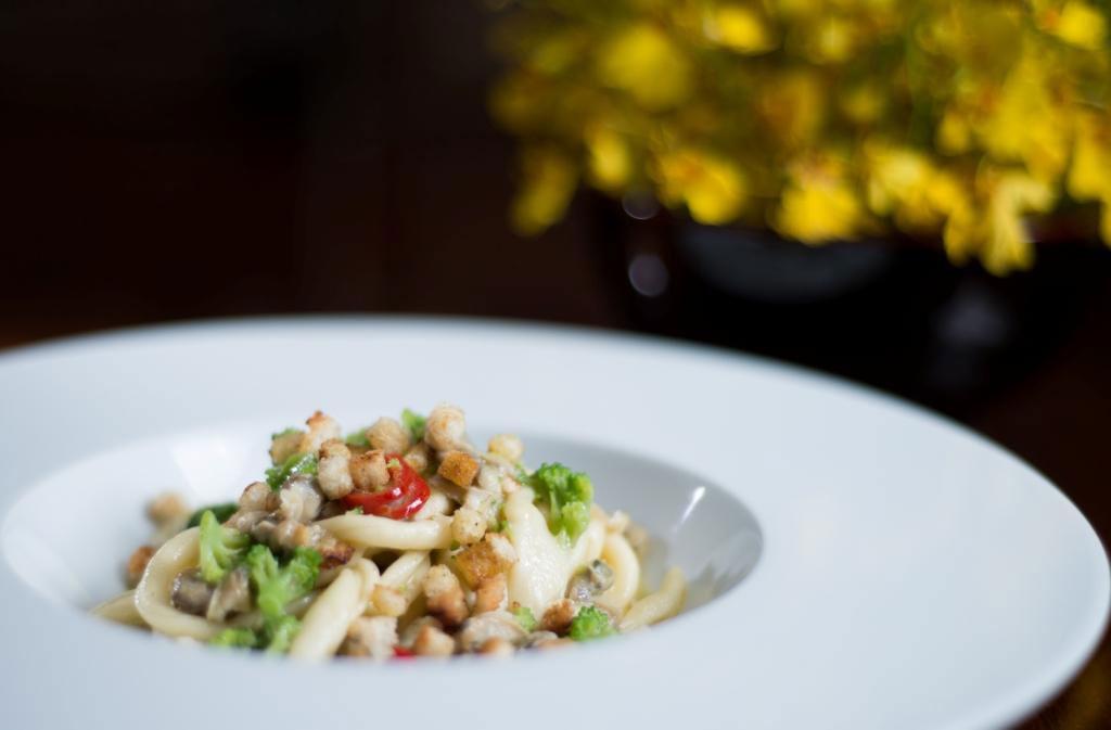 Prato do chef do Fasano de São Paulo, Luca Gozzani: Massa fresca sem ovo com vôngoles, brotos de brócolis e pimenta dedo de moça