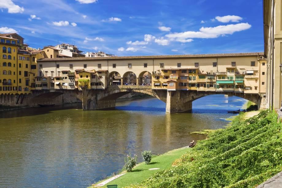 Construída em 1345, no início a construção abrigou lojas de peixeiros e açougueiros. Ao fim do século 16, depois de resolvido o problema de poluição do Rio Arno, o grão-duque Fernando I expulsou os ocupantes e alugou o espaço para ourives e joalheiros