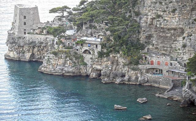 Vista da praia de Positano (Crédito: Max 8472/ Flickr)