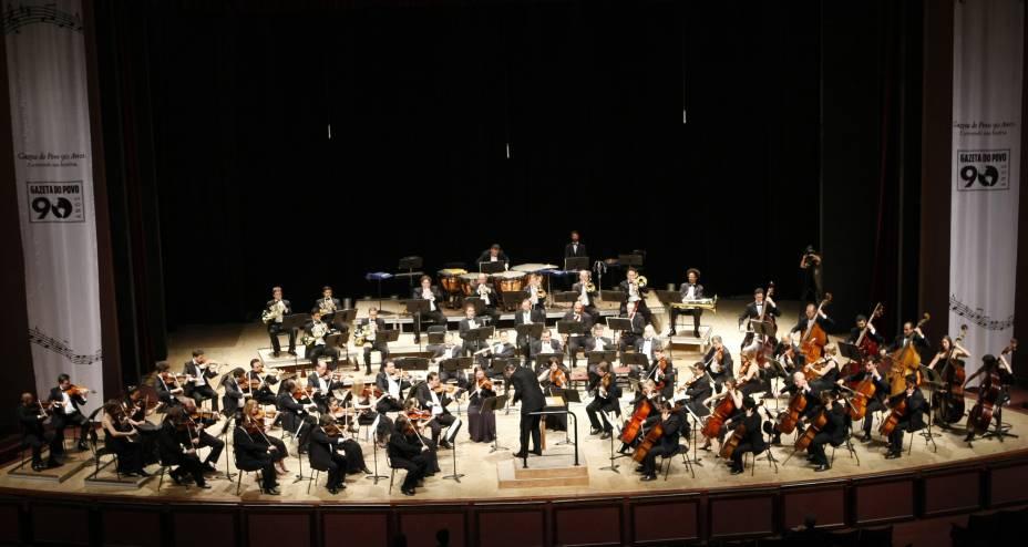 """Orquestra Sinfônica do Paraná, no Teatro Guairá, em <a href=""""http://viajeaqui.abril.com.br/cidades/br-pr-curitiba"""" rel=""""Curitiba"""">Curitiba</a> (PR)"""