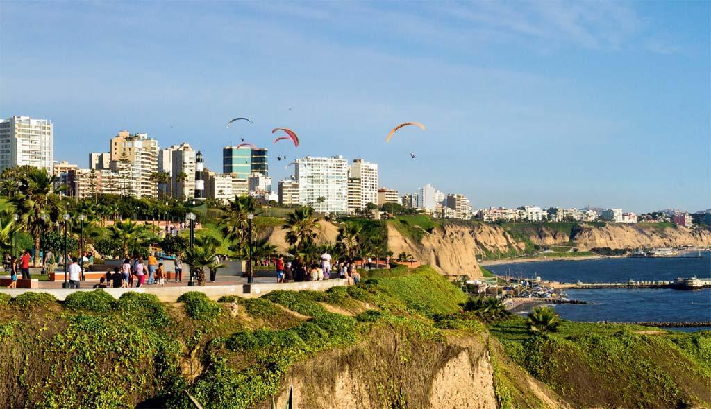 Praça de Miraflores, à beira do Pacífico
