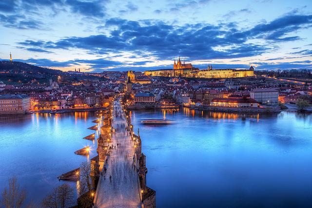 Meta pra vida, ver o entardecer em Praga com o seu amor. Foto: Miroslav Petrasko