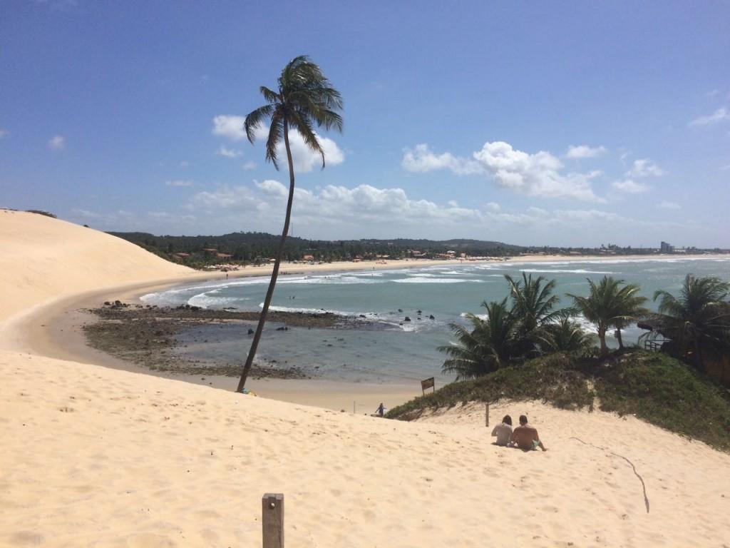 Dá até um tédio de ver essa foto da Praia de Genipabu... Agosto é época de baixa temporada no Estado (foto: Ana Claudia Crispim)