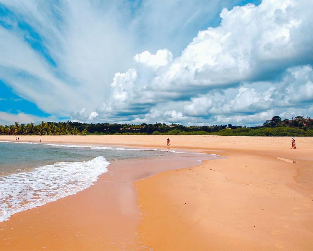 Fundo quase infinito em trecho da Praia dos Nativos, em Trancoso