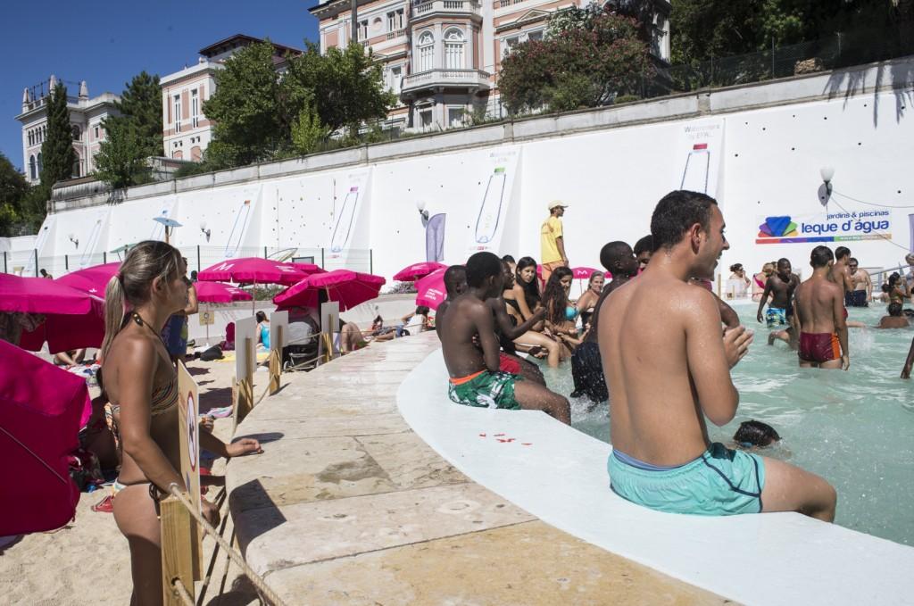 Verão lota a 'praia' do Torel (Foto: Ora, Pois!)