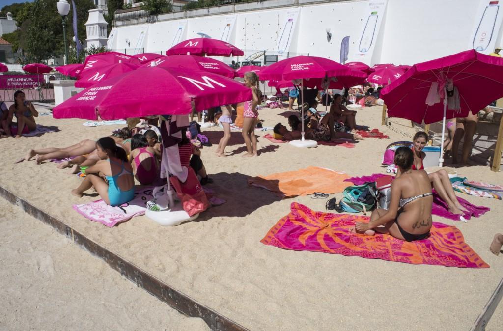 Sob o sol de Lisboa e sobre a areia do Torel