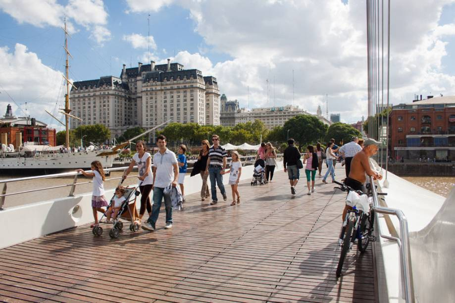 Com seus calçadões, Puerto Madero pode ser um local para fazer um agradável passeio pelas docas; o bairro oferece boas (e caras) opções de restaurantes, bares e cafés