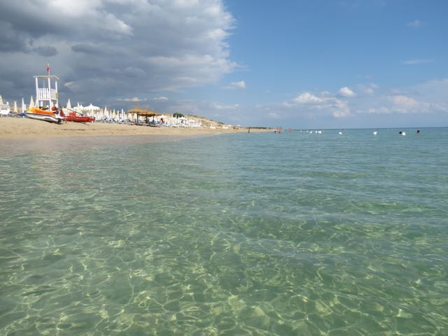 A cor do mar alucinante em Campomarino, onde aluguei uma casinha no mar Jônico