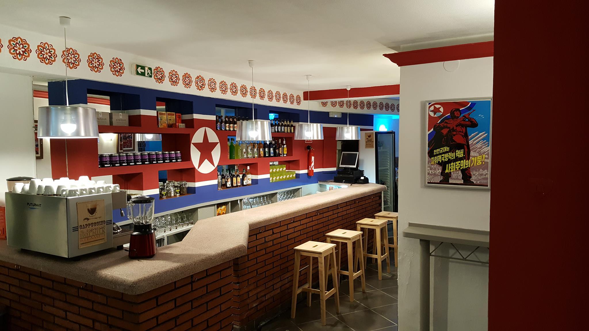 O ambiente do Pyongyang Cafe, na Catalunha (foto: reprodução)
