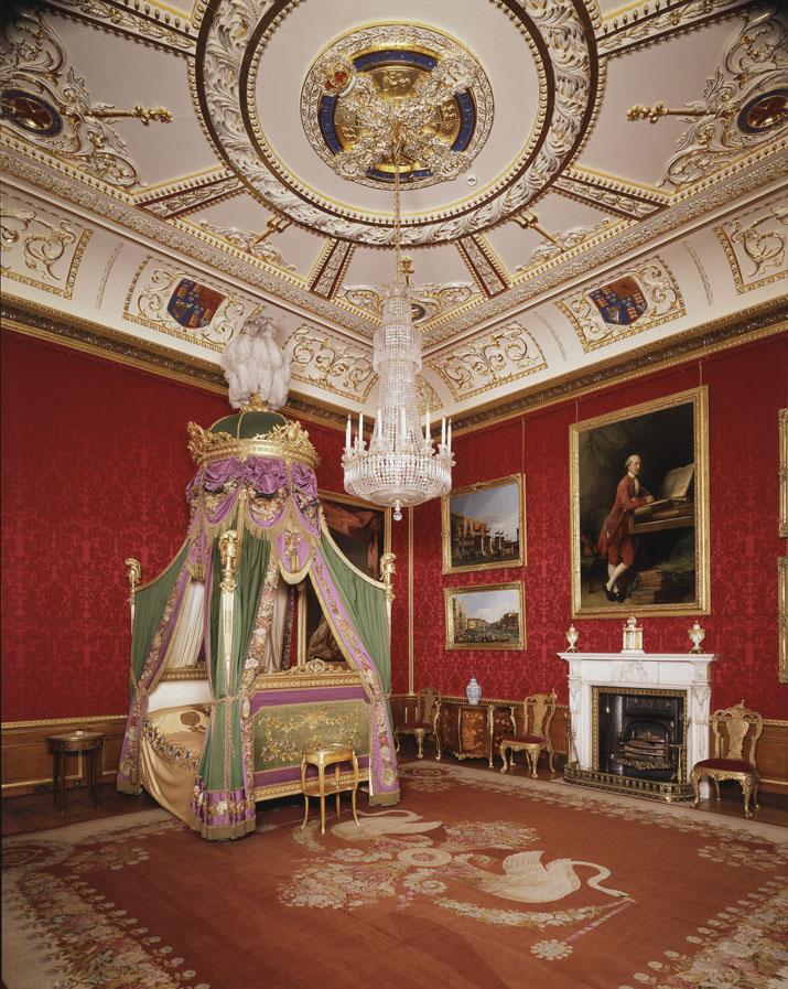 Este é o aposento real de Windsor, onde o principal monarca em curso costuma dormir (foto: divulgação)