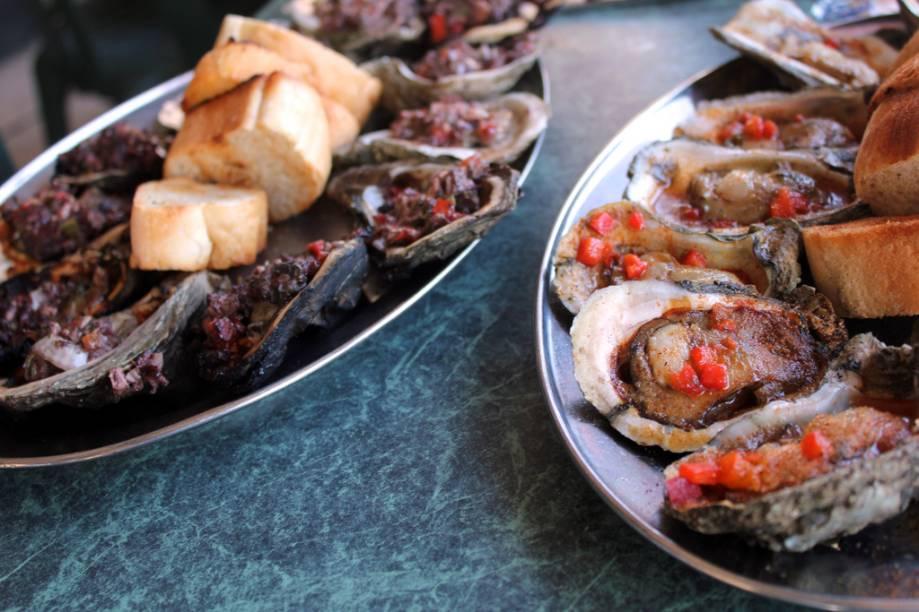 Nova Orleans é muito conhecida por sua gastronomia creole, fortemente influenciada pelas cozinhas espanhola, francesa e caribenha. Os frutos do mar, como ostras, lagostins e camarão são onipresentes
