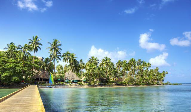 O resort visto do píer de onde saem os barcos para os mergulhos