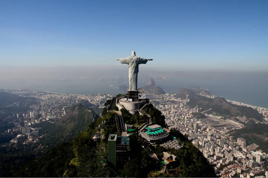 Cristo Redentor abençoando o Rio de Janeiro (RJ). Uma visão inesquecível da cidade maravilhosa