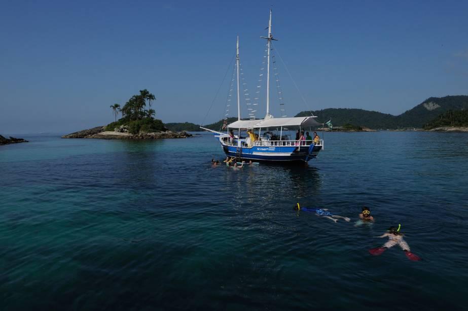 Com 365 ilhas, águas verdejantes e cheias de vida marinha, Angra dos Reis (RJ) é um dos melhores lugares para mergulho do Brasil