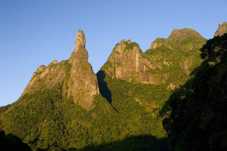 O Parque Nacional da Serra dos Órgãos, em Teresópolis (RJ), é a principal atração para os amantes da natureza. Entre trilhas e piscinas naturais, abriga o Pico Dedo de Deus, ícone da região