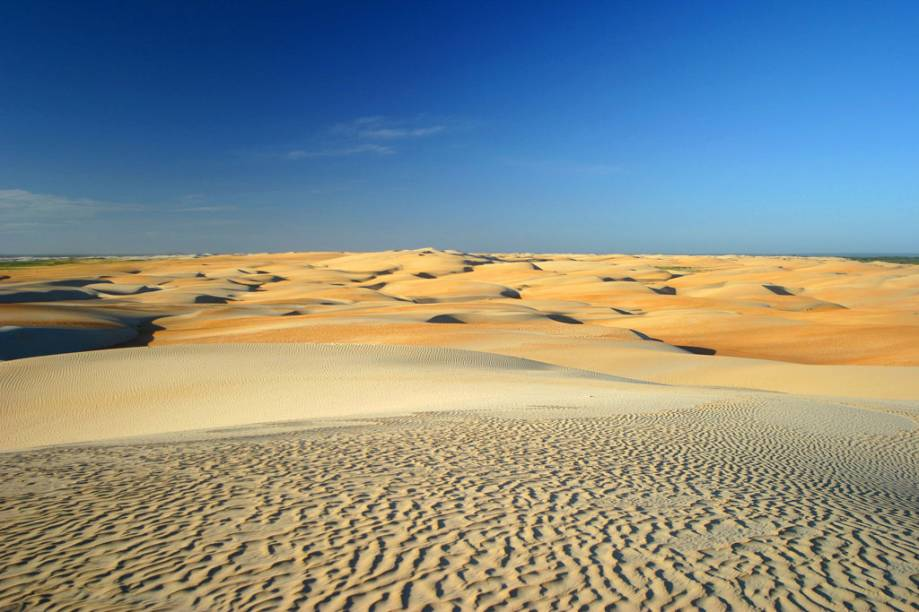 A Praia do Rosado tem esse nome por causa das dunas que tem uma cor rosada, chmadas de Dunas do Rosado