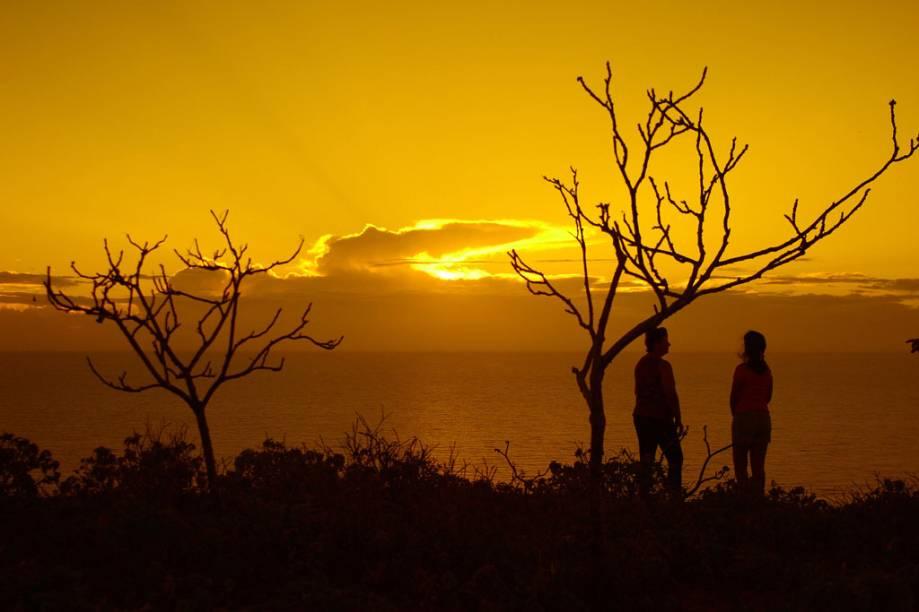 Nascer do sol na Praia Ponta do Mel em Areia Branca (RN). A praia é semideserta, tem areia fina e dunas
