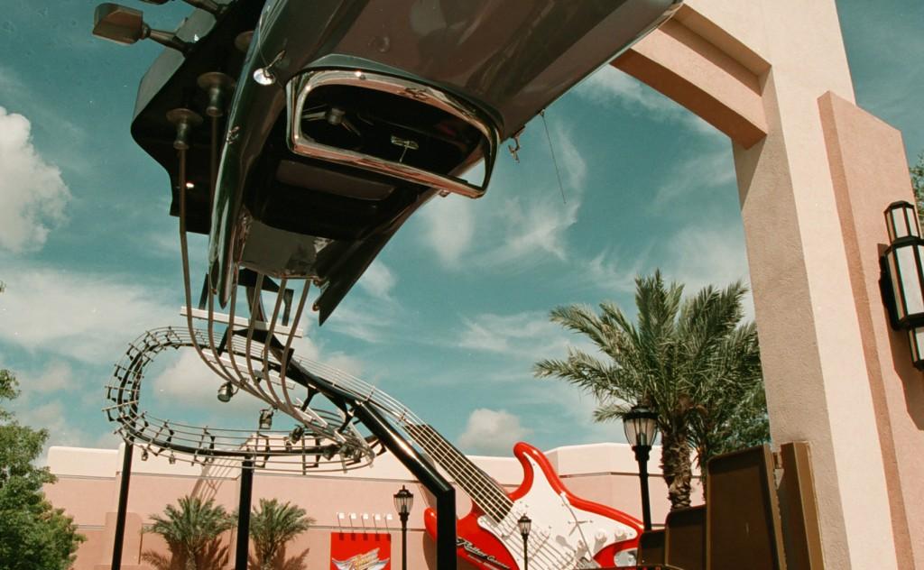 Exterior da Rock 'n' Roller Coaster, no Hollywood Studios (Foto: divulgação)